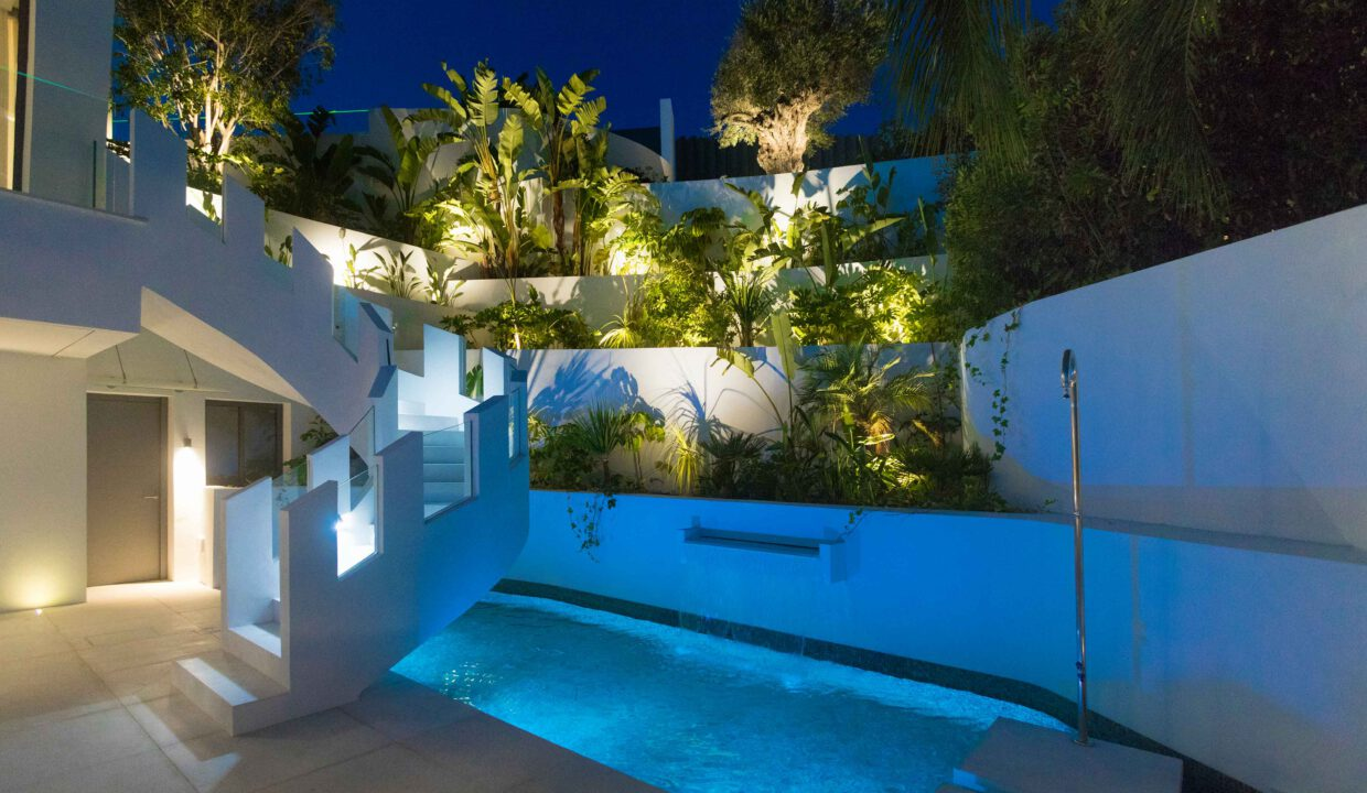 Brand-new-six-bedroom-villa-for-sale-with-sea-and-golf-views-Marbella-West-04-115-low