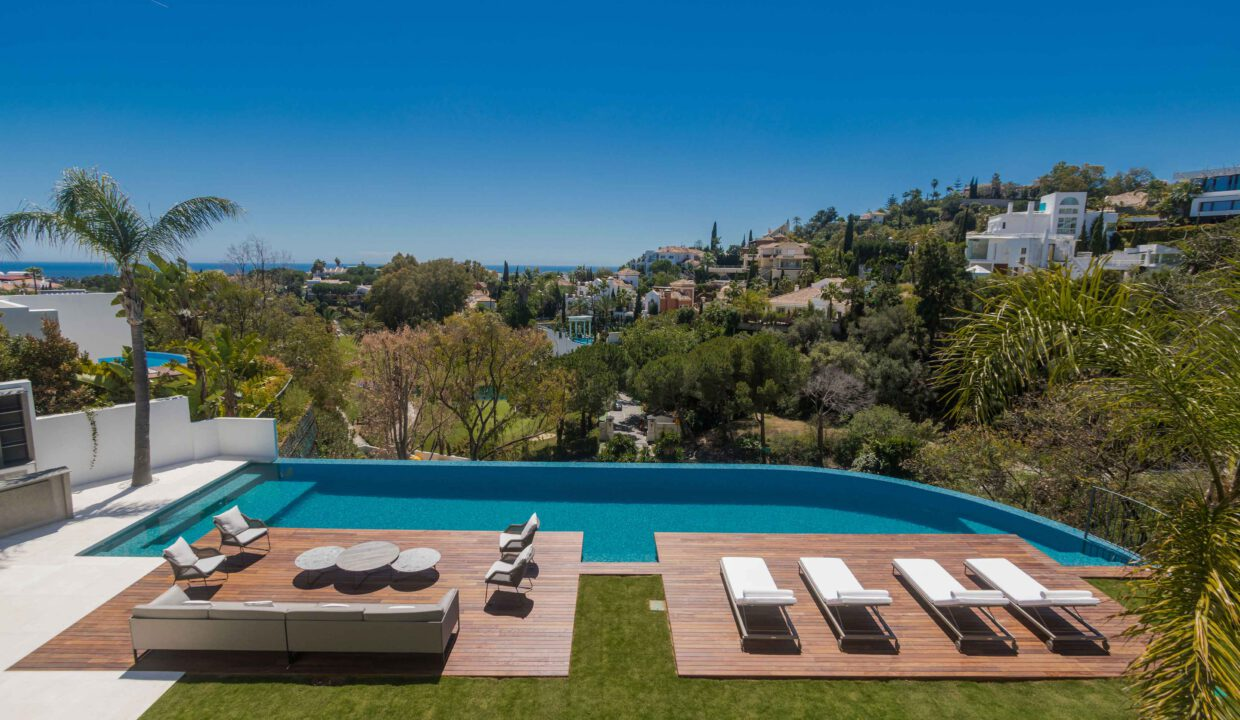Brand-new-six-bedroom-villa-for-sale-with-sea-and-golf-views-Marbella-West-4942-low