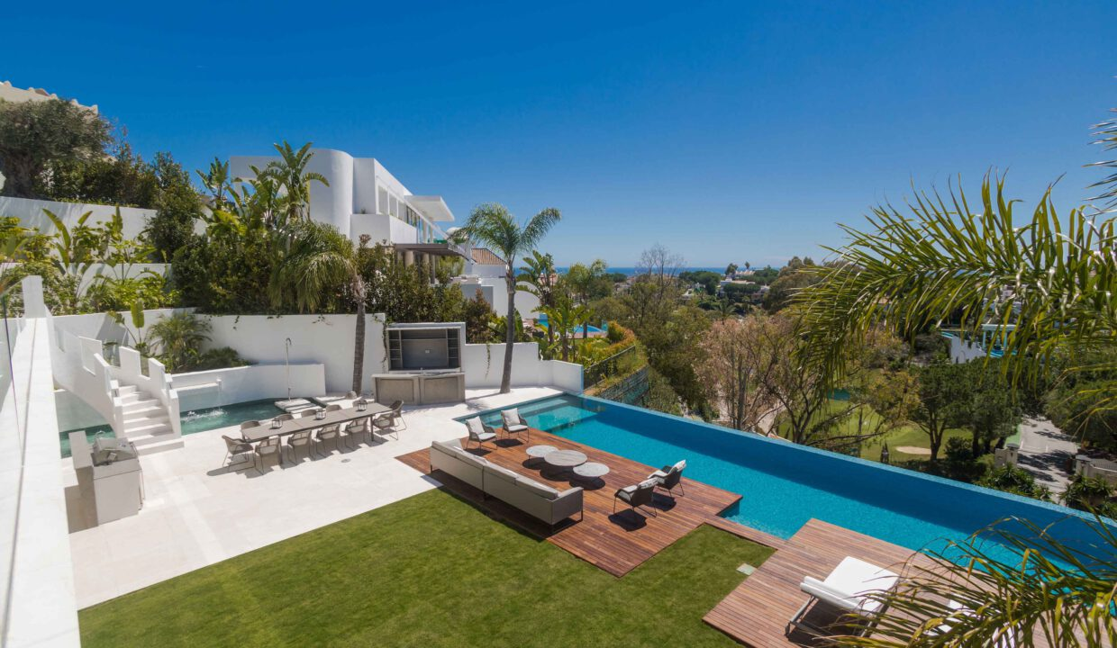 Brand-new-six-bedroom-villa-for-sale-with-sea-and-golf-views-Marbella-West-4956-low