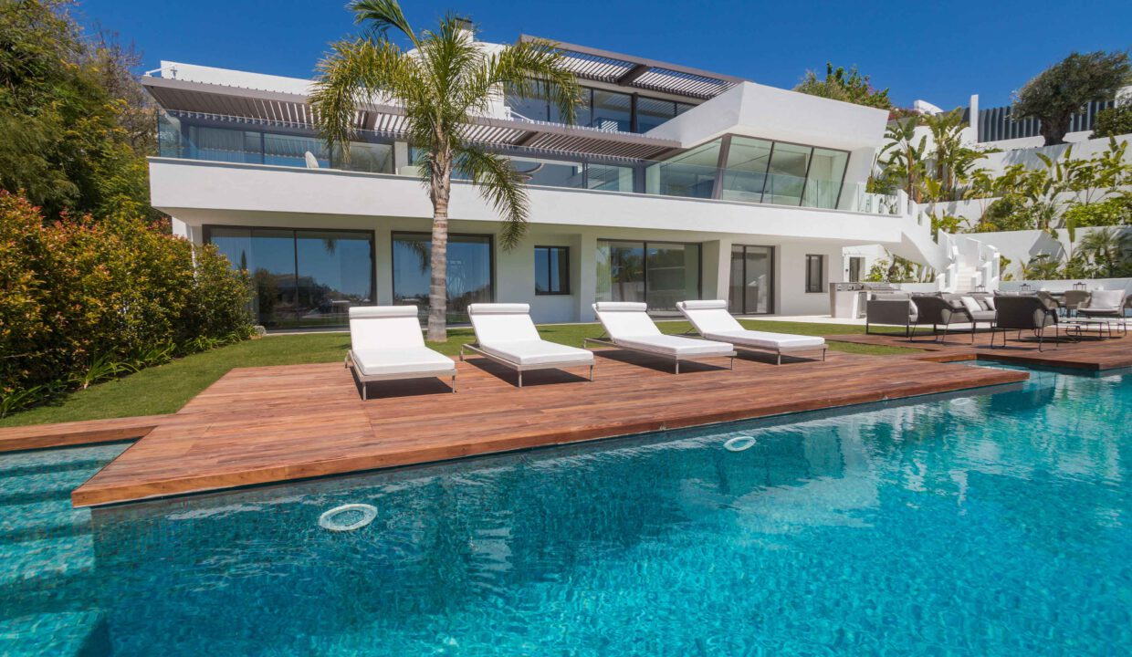 Brand-new-six-bedroom-villa-for-sale-with-sea-and-golf-views-Marbella-West-4998-low