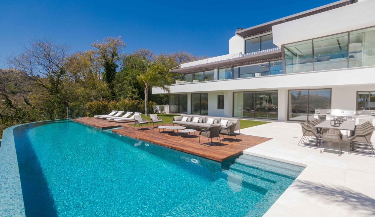 Brand-new-six-bedroom-villa-for-sale-with-sea-and-golf-views-Marbella-West-5006-low