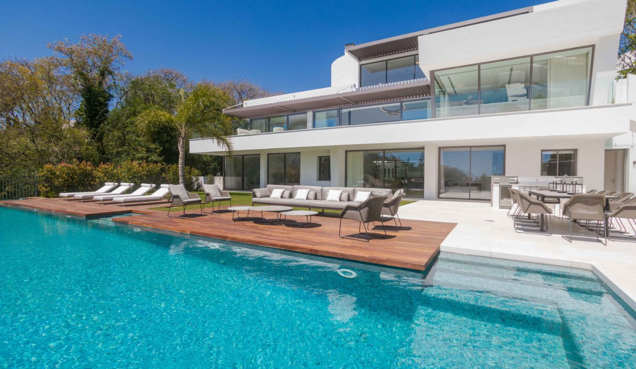 Brand-new-six-bedroom-villa-for-sale-with-sea-and-golf-views-Marbella-West-5011-low