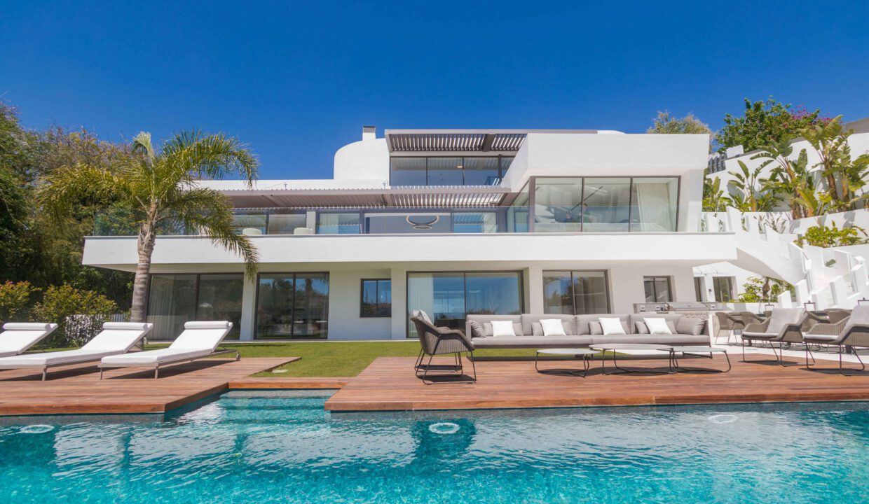Brand-new-six-bedroom-villa-for-sale-with-sea-and-golf-views-Marbella-West-5017-low