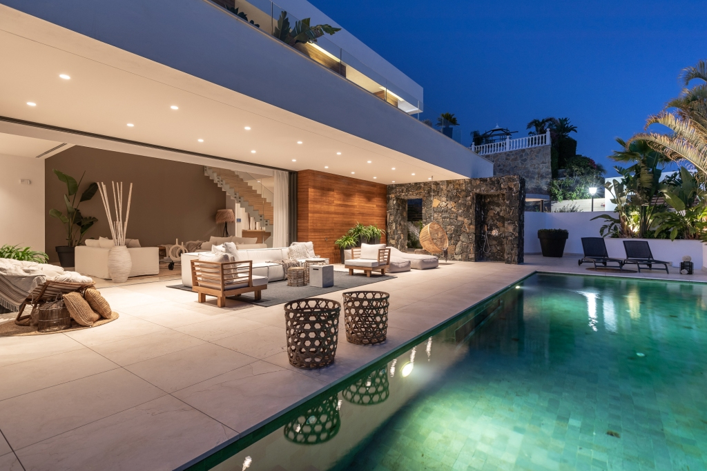 villa 119 Ext terrace East Night HR Sept 2019