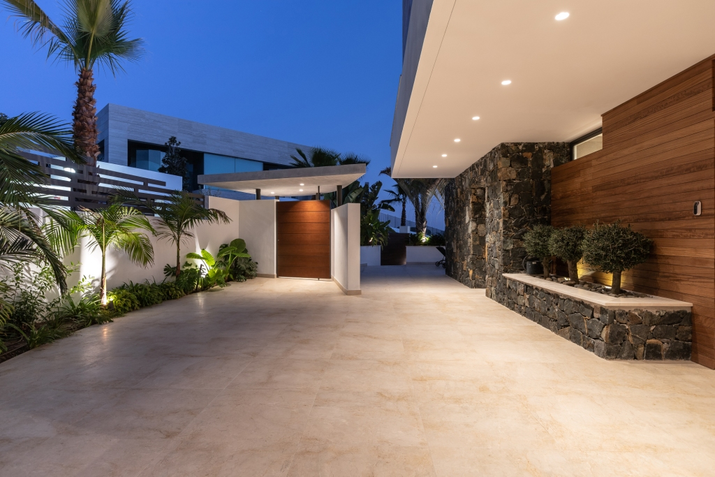 villa 119 Extentrance terrace HR Sept 2019