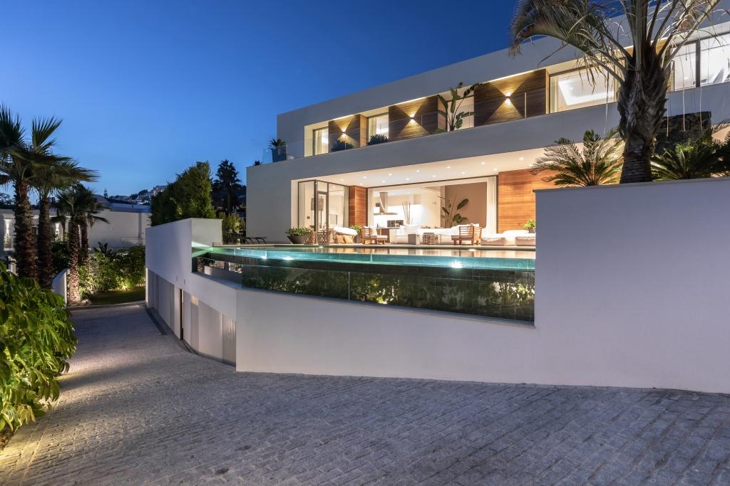 villa 119 main facade Night HR Sept 2019