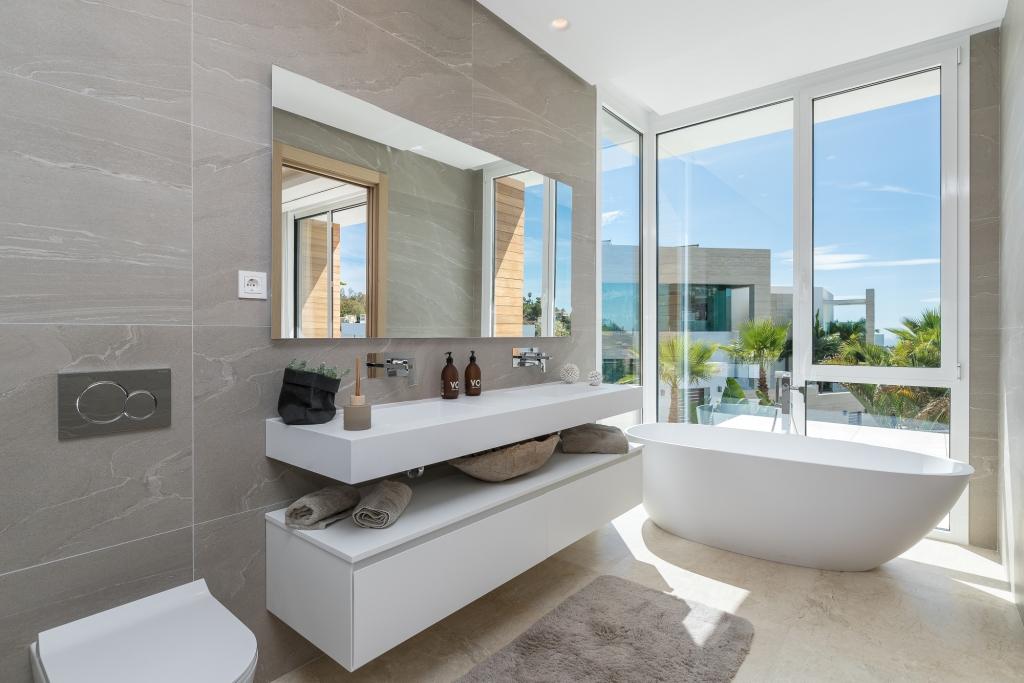 villa 119 master bath HR Sept 2019