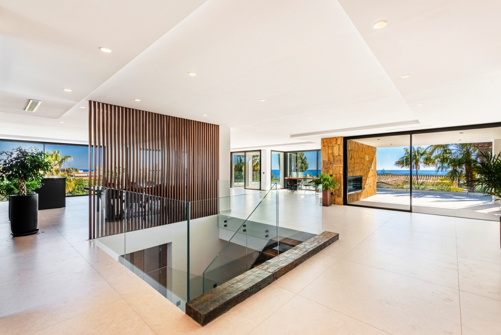 living room with panoramic seaview 1