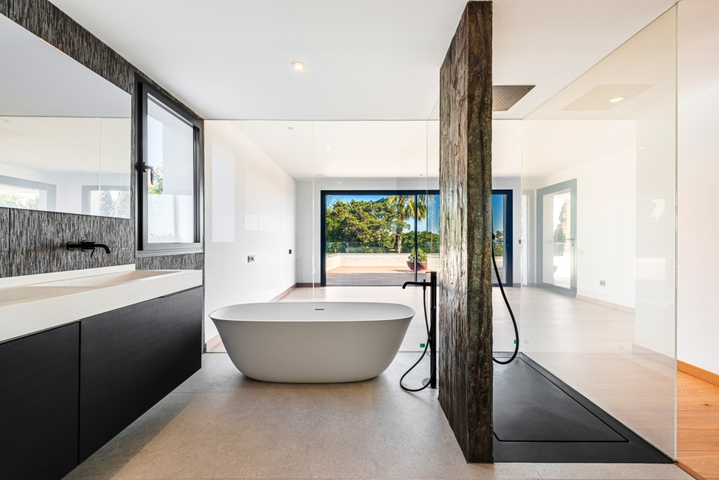 master bathroom with smart glass (transparent or obscure